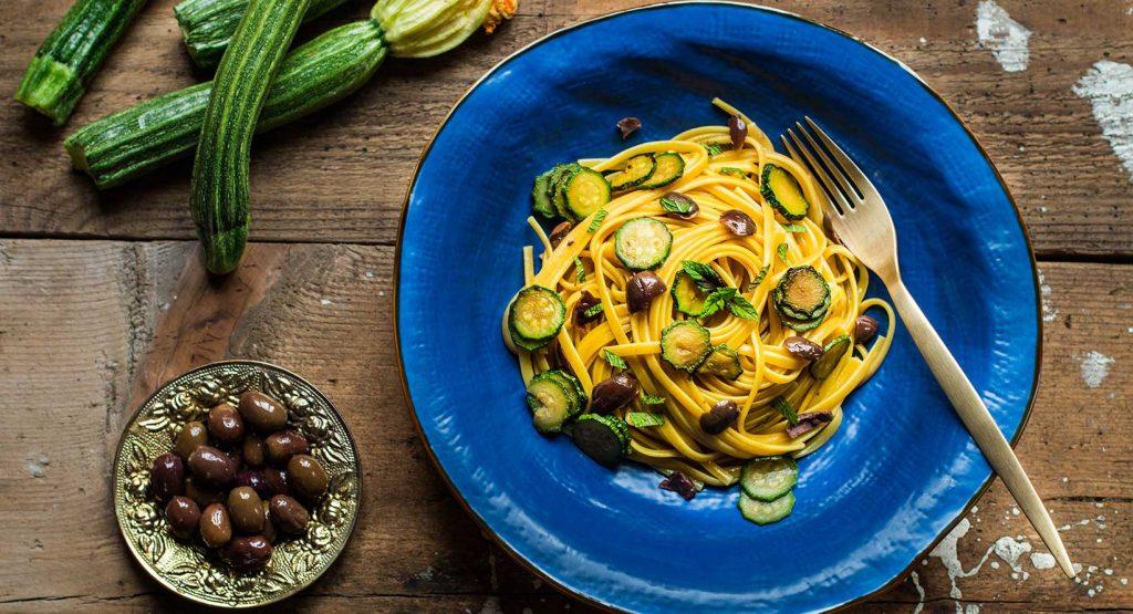linguine-zucchine-olive-taggiasche_ricette_equilibrium_intelligent_food